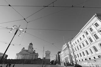 Photo: El cableado de los tranvías dibujan bellas geometrías con la arquitectura de la ciudad
