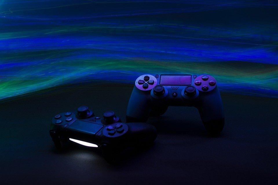 https://cdn.pixabay.com/photo/2021/09/07/07/11/game-console-6603120_960_720.jpg