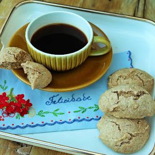 """Farta-Rapazes"" cookies."