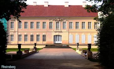 Photo: Rheinsberg hat ein schönes Schloss.  Leutnant Victor von Rieben, * Klein Lunow 1804, + Rheinsberg 1865