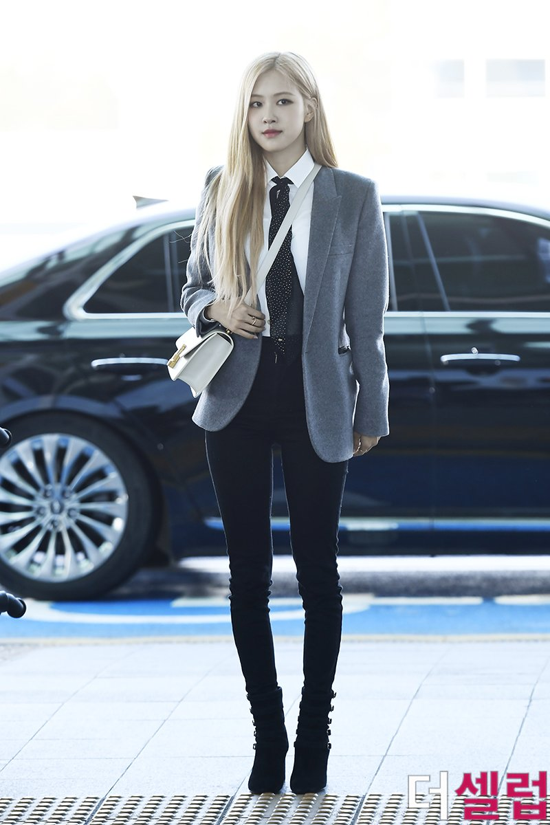 2-BLACKPINK-Rose-Airport-Outfit-blazer-to-Paris-26-January-2020