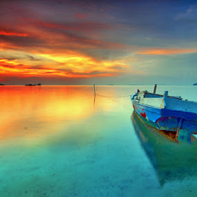 Nyube Ngembaraan sikit by Rawi Wie - Transportation Boats ( waterscape, sunset, beach, boat, landscape )