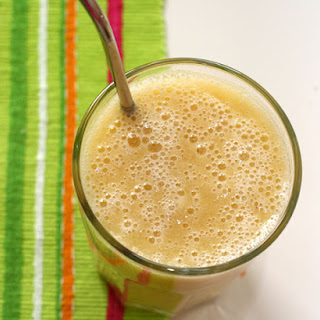 Banana-Turmeric Chai Smoothie