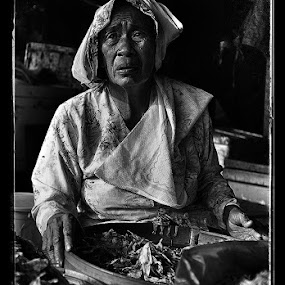 Penjual Ikan by Herry Wibowo - City,  Street & Park  Markets & Shops