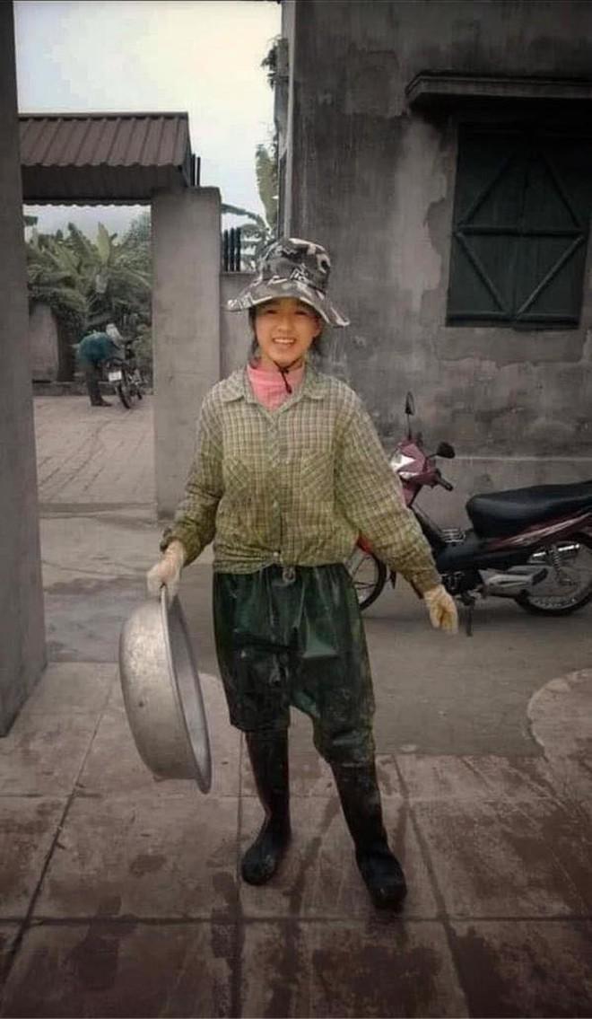 Hoa hậu Đỗ Thị Hà nói gì về bức ảnh làm nông gây sốt mạng xã hội? - ảnh 1