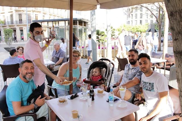 Reunión de carnavaleros en el Kiosko Amalia.