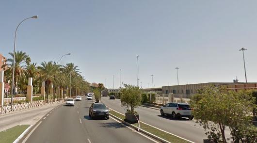 Un motorista atropella a un Policía Local que le dio el alto en la Vía Parque