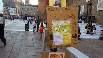 Photo: SETTIMANA VEGETARIANA MONDIALE ! A Bologna, piazza Maggiore, sabato 4 ottobre 2014 — con Maria Tintori, Saverio Palmieri e Coordinamento StaffetteVegan Lam