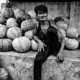 Street seller  by Hasibur Hasib - Black & White Street & Candid ( dhaka, street, black, bnw, bangladesh, people, street photography )