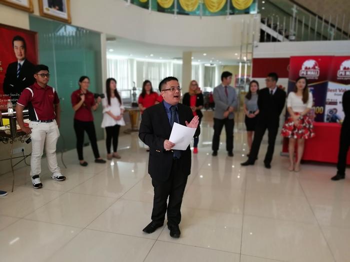 En Chew dari Jabatan Sumber Manusia menjadi pengerusi majlis dengan lontaran suara latang dan bersemangat di pagi Sabtu