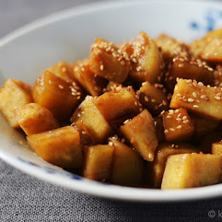 Gogoma Jorim (Korean Soy-Braised Sweet Potatoes) #SundaySupper