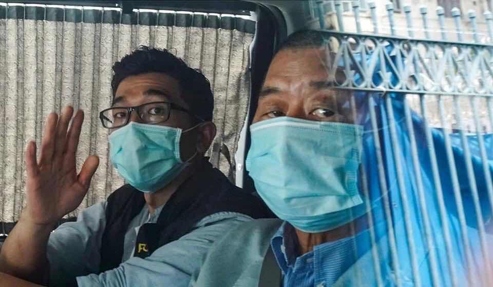 Ông Jimmy Lai, hình ảnh ghi khi bị tạm giữ bên ngoài Mong Kok