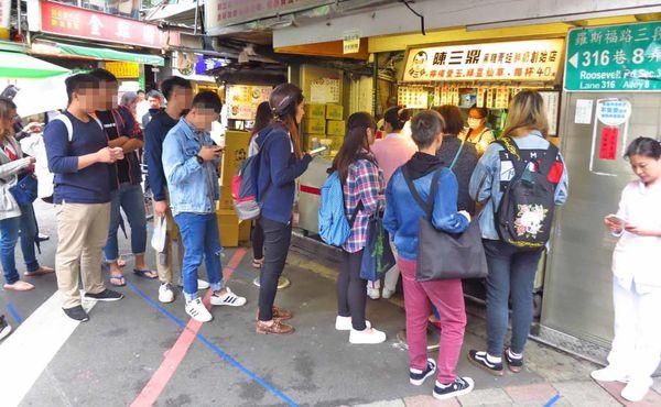 陳三鼎黑糖青蛙鮮奶創始店-經常大排長龍的青蛙撞奶名店