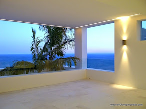 Photo: Terraza cubierta. Iluminación nocturna.