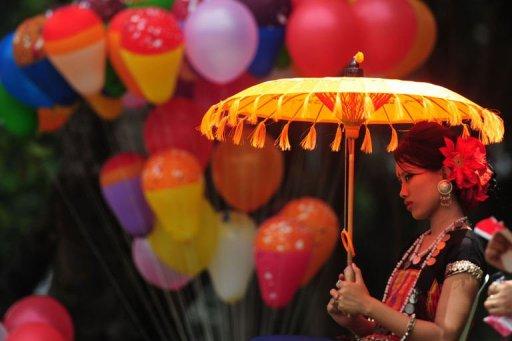 Photo: Une Bangladaise manifeste à Dacca à l'occasion de la journée mondiale des peuples indigènes. (© 2012 AFP)