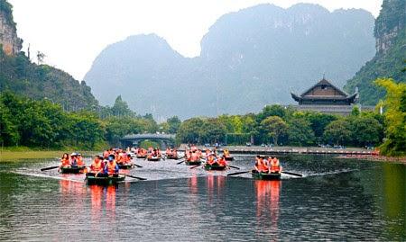 Khu du lịch Tràng An hút khách dịp Tết Dương lịch