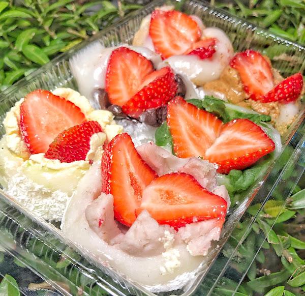 台南 ‧ 東區 冬季限定的阿Q麻糬草莓花盛開了 飽滿紮實的草莓大福 共有8種口味任選任搭
