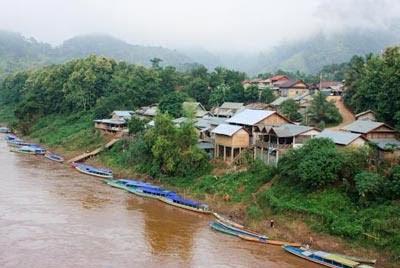 Tour en bateau à Nong Khiaw