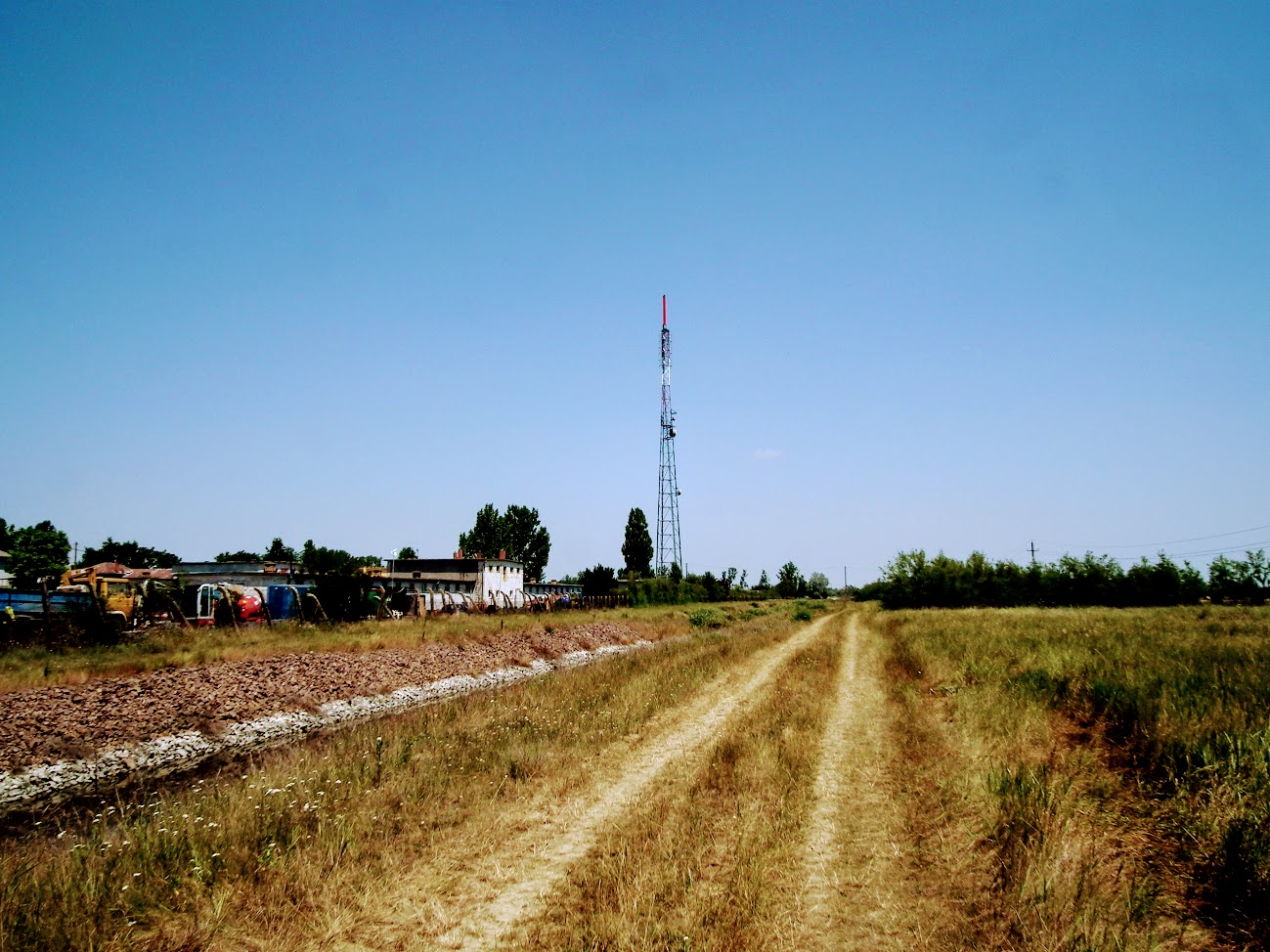 Karcag/ipari park - DVB-T gapfiller+URH-FM adóállomás