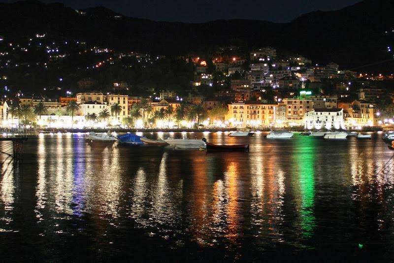 Riflessi sul mare - Rapallo by night di fotorobi