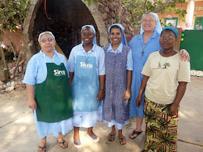 Photo: qui nous accueillent et nous hébergent depuis 23 ans. Elles nous auront tout appris du Bénin ! Merci, mille fois encore MERCI mes soeurs, et à l'an prochain.