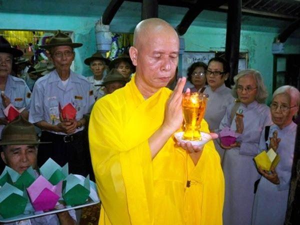 Thầy Thích Thái Hòa với các Huynh Trưởng GĐPT trong một Pháp Hội