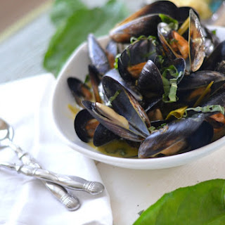 Thai Green Curry Steamed Mussels.
