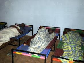 Photo: ces lits sont destinés aux incontinents.