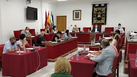 Sesión plenaria celebrada en el Ayuntamiento de Adra.