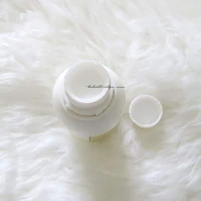 Naturale Brightening cream dengan tutup ulir yang aman