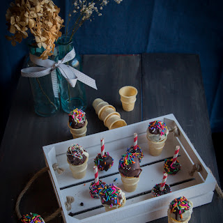 OREO cookie balls cones and pop sticks (48 OREO cookie balls)