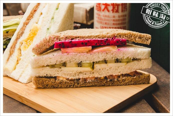 嚇一跳早餐店水果三明治