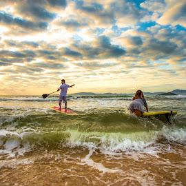 Standup paddle in Ilhota Beach by Rqserra Henrique - Sports & Fitness Watersports ( sunrise, beach, clouds, wave, landscape, rqserra )