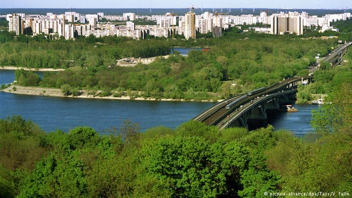 За даними влади Києва, міст Метро - один із трьох, які перебувають в аварійному стані