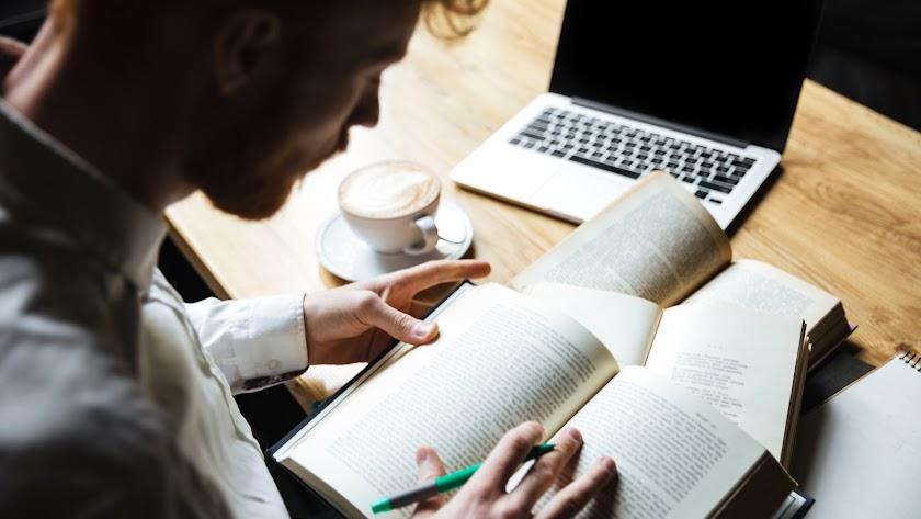 Bien por ocio o con fines académicos, leer se ha convertido en una actividad esencial para pasar el confinamiento.