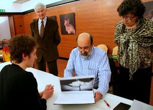 Photo: Paolo CARTAGINE legge il portfolio di LORENZO ZOPPOLATO