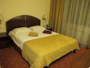 Photo: Rou4HR104-150930Bucarest, hôtel Minerva, chambre, lit IMG_8585