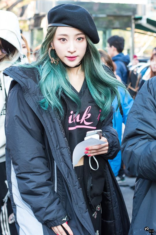 korean-kpop-girl-group-band-EXID-hani-green-teal-hair-color-dye-hairstyles-kpop-girl-kpopstuff