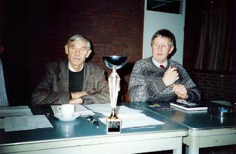 Photo: Beker voor Servatius voor het organiseren van gewestelijke Kampioenwedstrijden - Teus v Bezooijen en Frans den Adel
