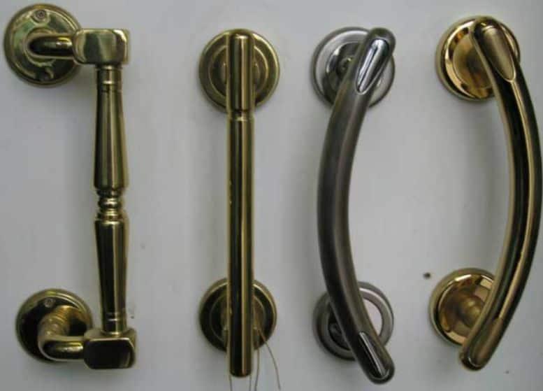 Стационарные дверные ручки