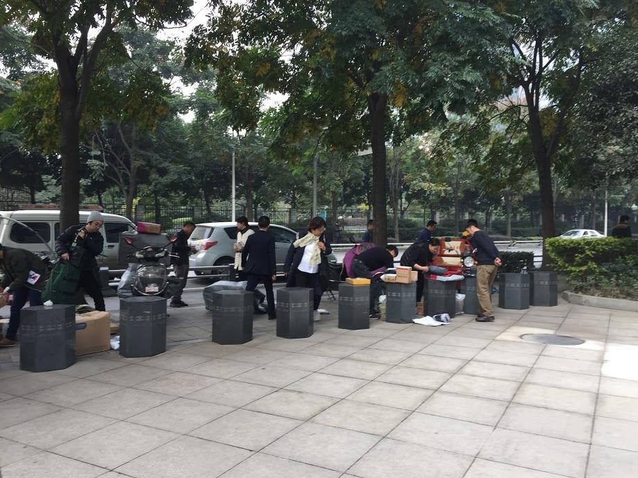 중국 청두의 흔한 빌딩의 택배 수령 모습