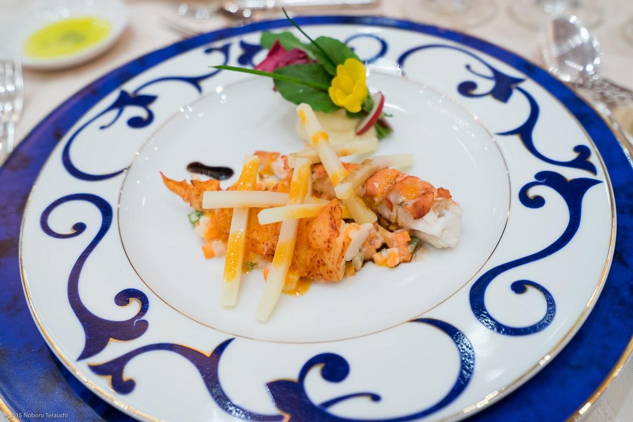 オマール海老と三種の沖縄野菜(ゴーヤ・青パパイヤ・美らキャロット)のサラダ仕立て メリーリーフのブーケとヴィンコット ヴィネガーの薫り