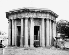 Photo: The Cornwallis Cenotaph, once the centre of Madras Society, now stands facing the port. Courtesy : www.thehinduimages.com