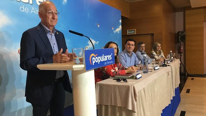 Gabriel Amat, en la Junta Directiva del PP de Almería, ayer.