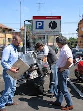 Photo: ... ohne deren Improvisationstalent und -wille ich die Reise ohne Kofferdeckel hätte fortfahren müssen. Nun hat meine Resi einen einzigartigen Ducati-Desmo Bag-Prototyp als Sonderzubehör!