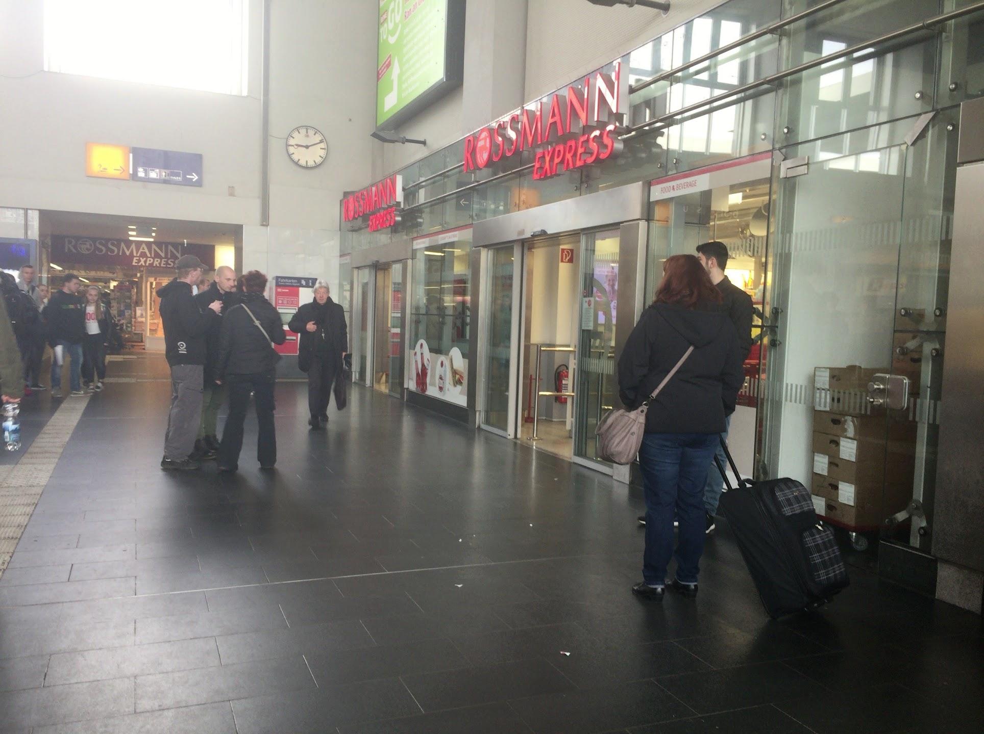 ドルトムントの駅にあるROSSMANN(ロスマン)Express