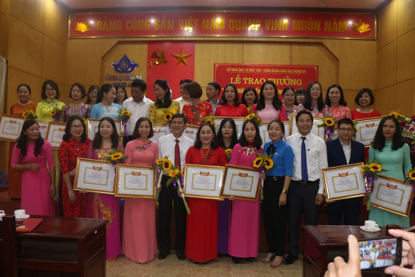 24 giáo viên được nhận thưởng 'Quỹ Phát triển tài năng giáo dục' lần thứ 16