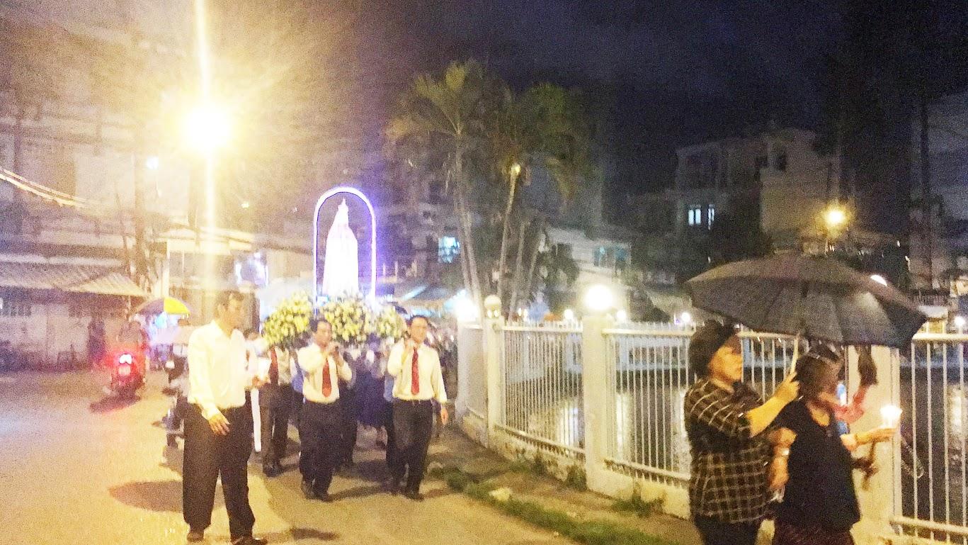 Giáo xứ Phú Bình : Đội mưa rước kiệu kính Mẹ Mân Côi - Ảnh minh hoạ 6