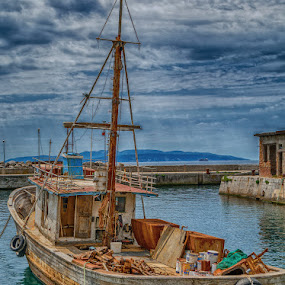 old leaky boat by Eseker RI - Transportation Boats (  )
