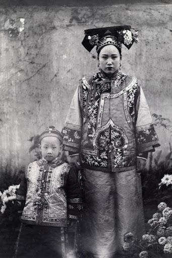Ngày của mẹ, ngắm những bức ảnh về mẹ đẹp nhất trong suốt 100 năm qua - Ảnh 6.
